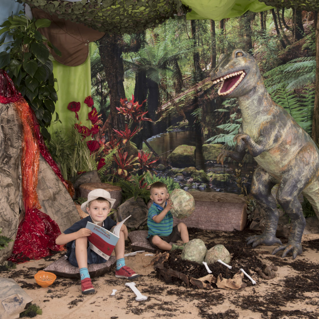 How to create a Dinosaur themed immersive environment display