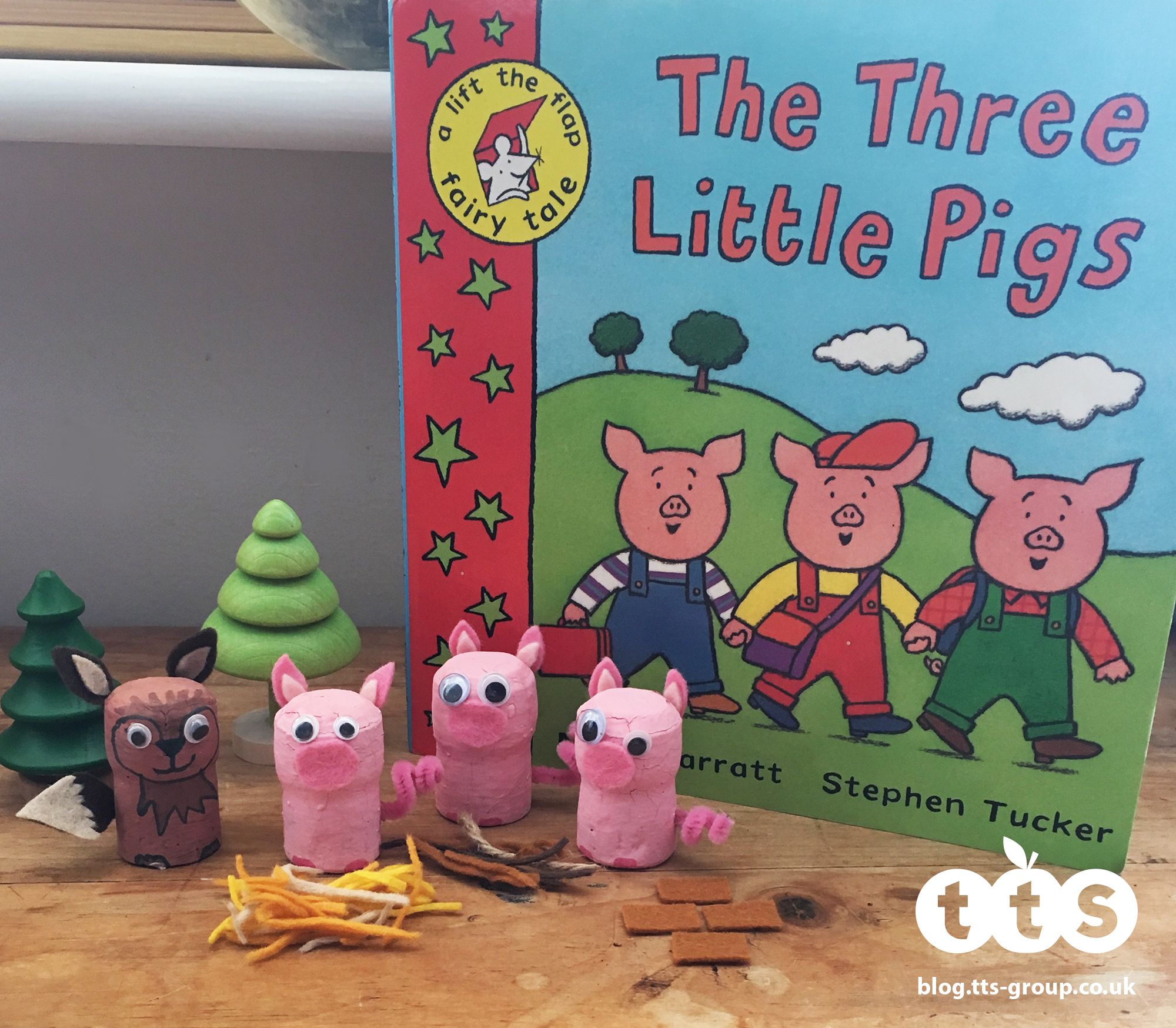 3 little pigs cork characters