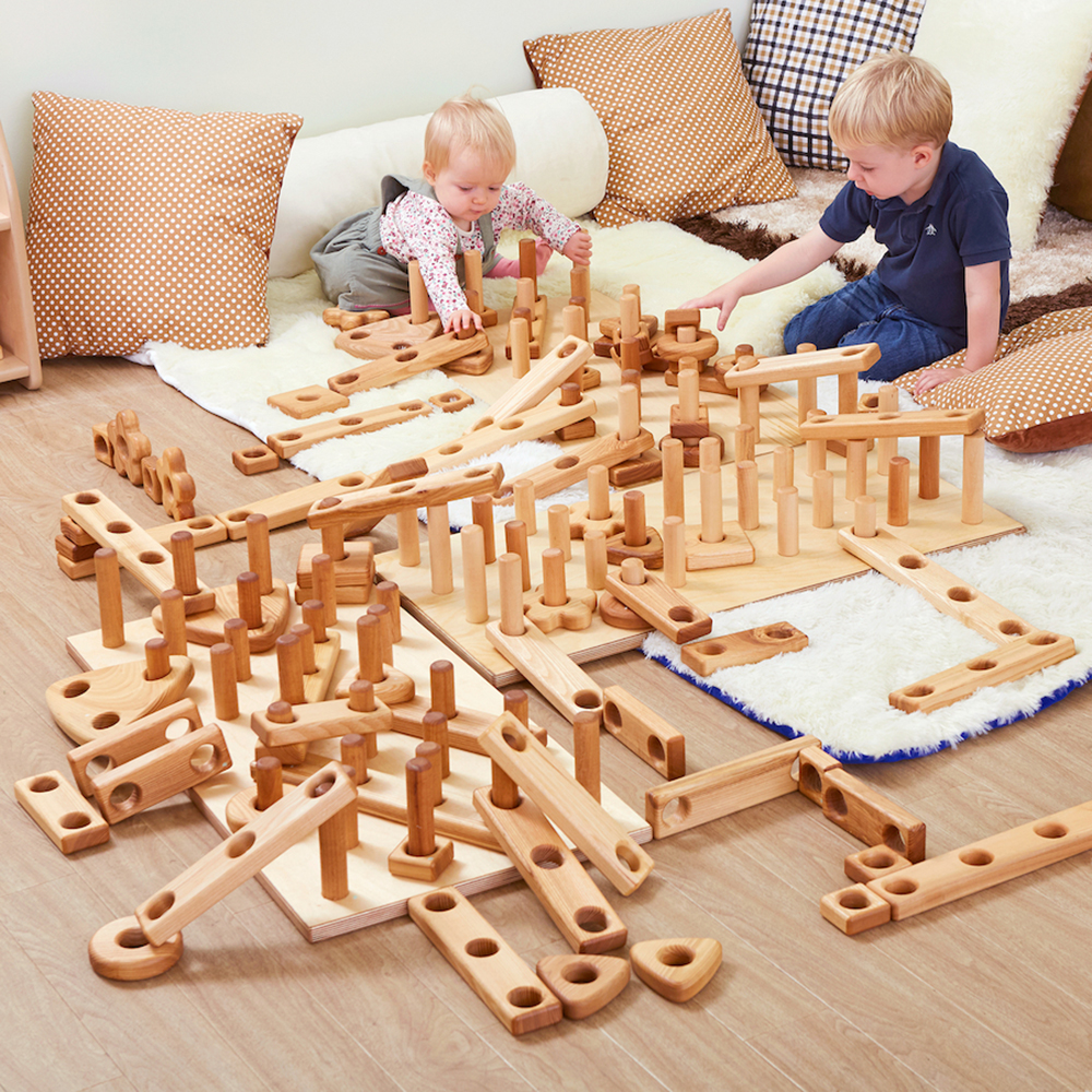 Immerse children in the world of loose parts and construction