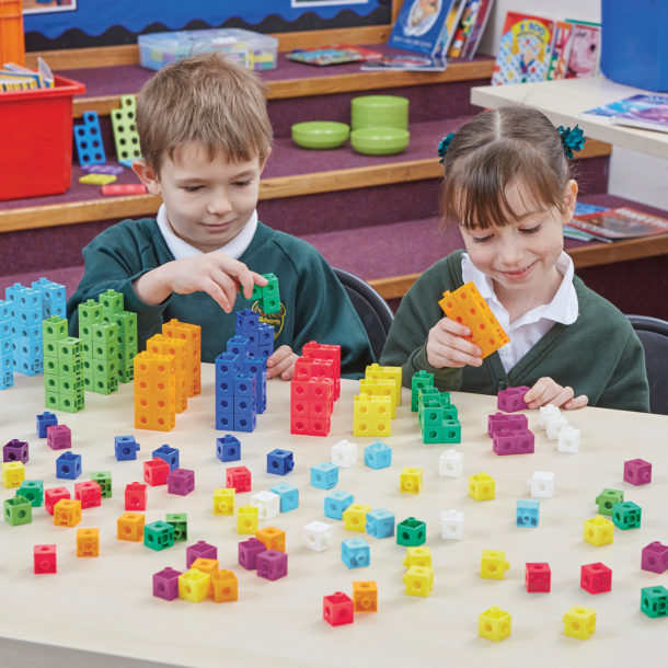 Learning with snap cubes